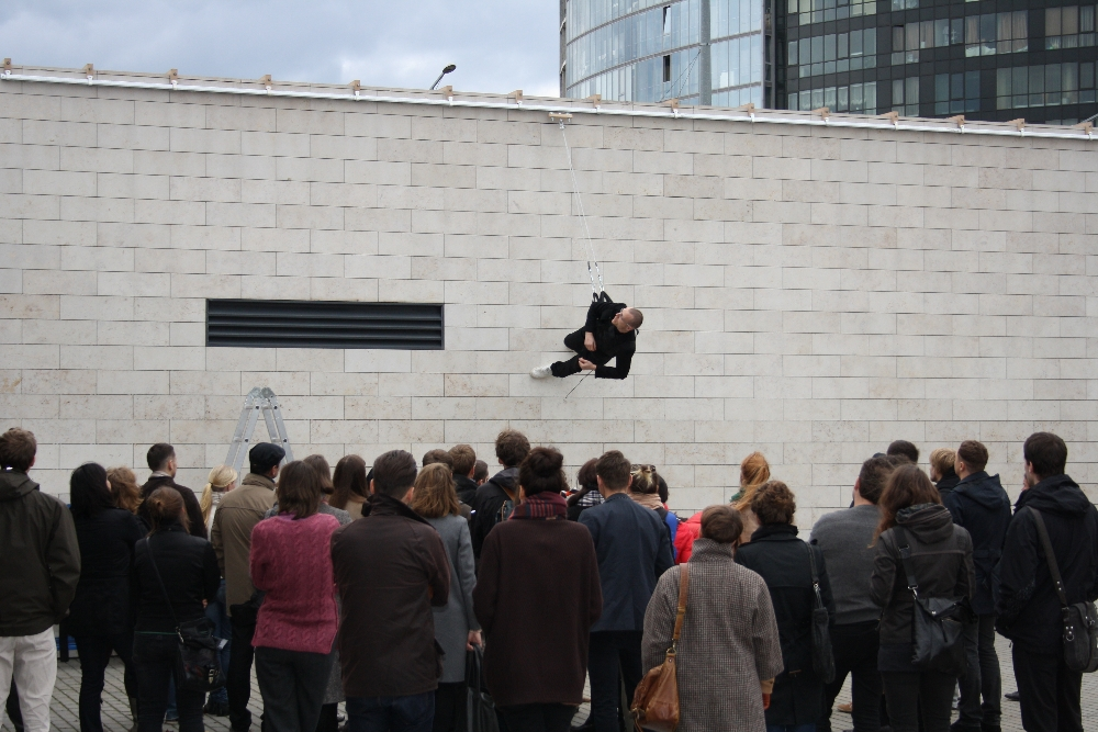 Walking on the Wall (2012) — a performative lecture on design choreography by Julijonas Urbonas, delivered in 2012 on the façade of the National Art Gallery, Vilnius, Lithuania. © Ernestas Parulskis / Julijonas Urbonas