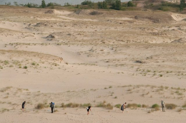 Sweeping out tourists footsteps from the dunes, artistic intervention by Theun Karelse (NL), 2014 May, Inter-format symposium
