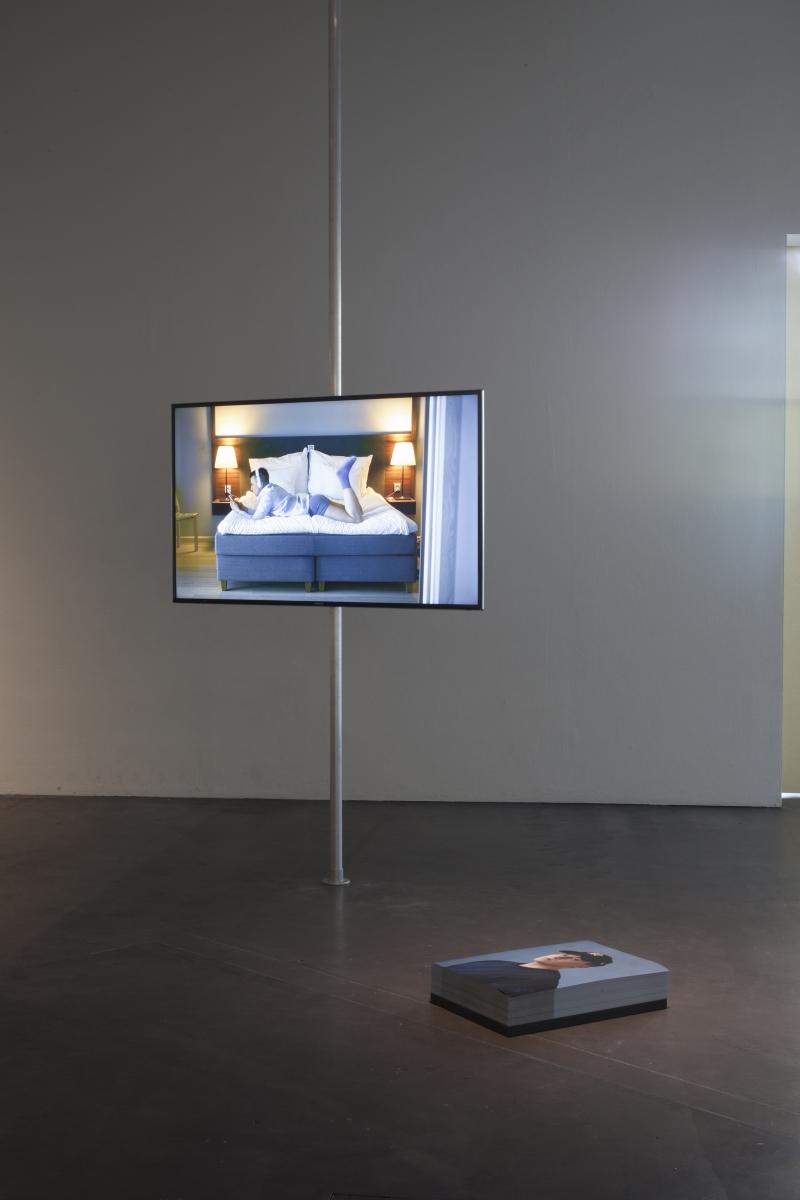 Artor Jesus Inkerö, Bubble, 2017 video, 18:22 min, Self-Portrait Blue Background 2017, photo: Finnish National Gallery / Pirje Mykkänen