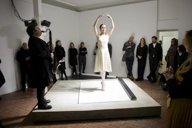 Lina Lapelytė, 'Pirouette', Kim? Contemporary Art Centre, 2018, performers: Ilva Juodpusytė, Liudas Mockūnas. Photo: Ansis Starks