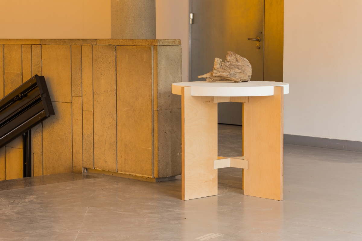 BENOÎT MAIRE Society, 2018 Installation on 3 tables with sculptures made of brass, fossils, crystal and shells and suspensijon Dimensions variable Courtesy the artist