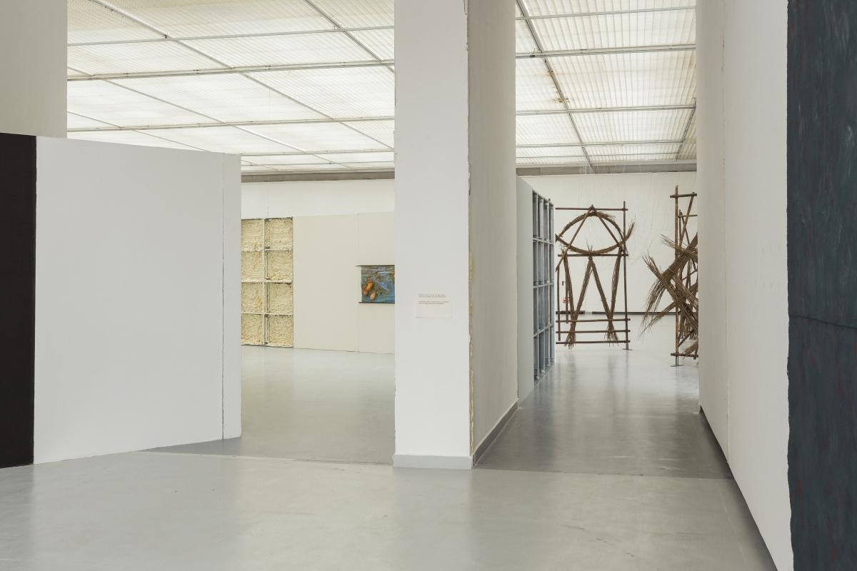 Architecture by DIOGO PASSARINHO, works by OLGA BALEMA (left), CAROLINE ACHAINTRE (right)