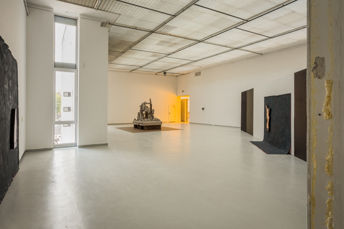 Architecture by DIOGO PASSARINHO, works by DARJA BAJAGIĆ, AUGUSTAS SERAPINAS and MELVIN EDWARDS