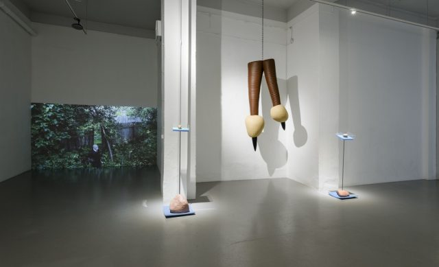 Flo_Kasearu_Holes_installation_view_07