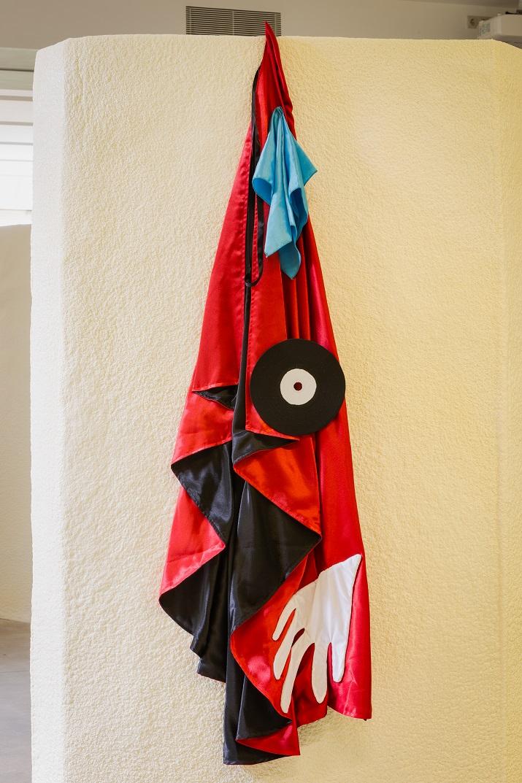 Julie Béna, Mandrake, 2016. Silk cape, fabric and plastic, 150 x 30 cm