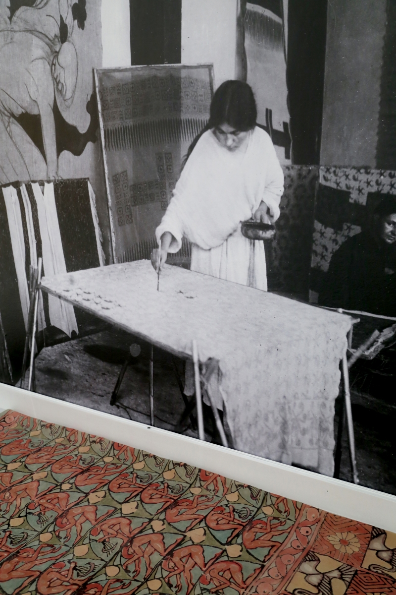 A photograph with Aia Bertrand painting textiles at the Raymond Duncan Studios (Nice, France, 1925, photo: Raymond Duncan)
