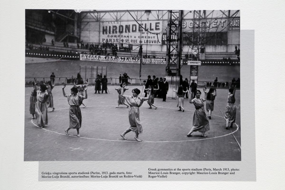Greek gymnastics at the sports stadium (Paris, March 1913, photo: Maurice-Louis Branger)