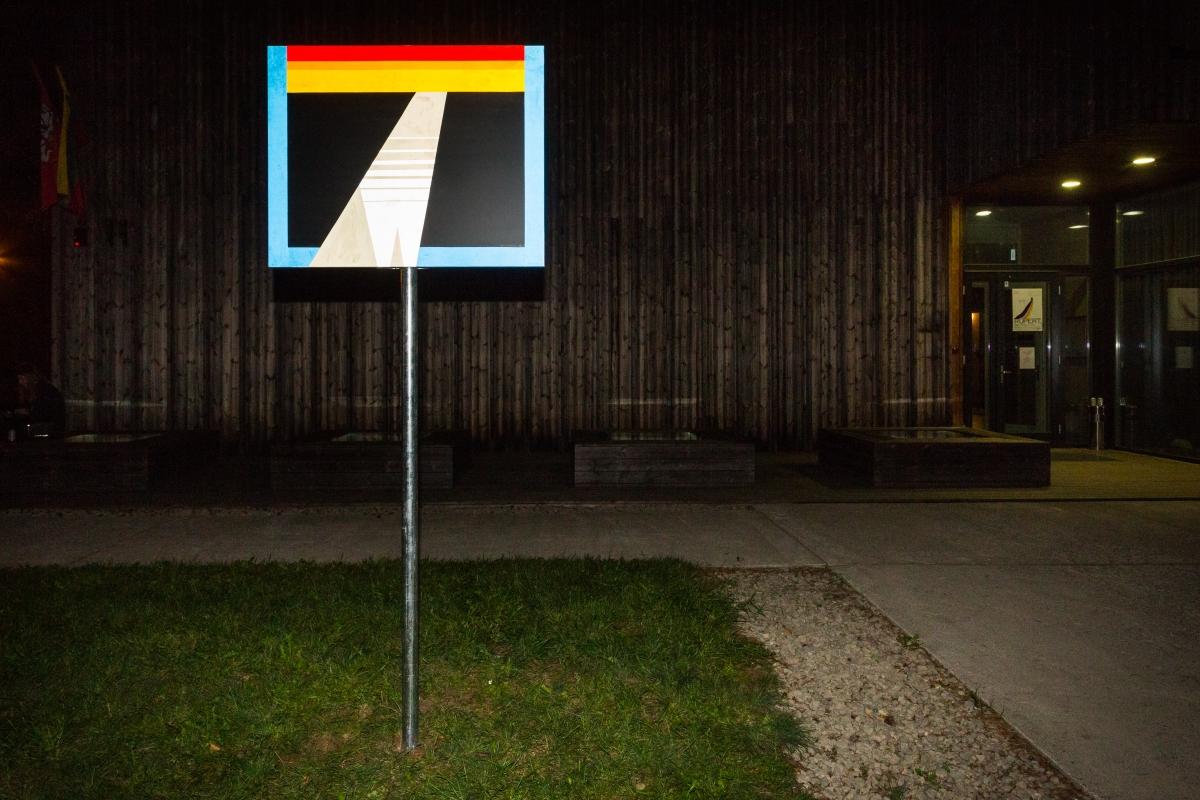 Vytautas Stakutis (1990, LT), TRANZ-IT, 2018, traffic sign, adhesive film, 100 x 80 cm.
