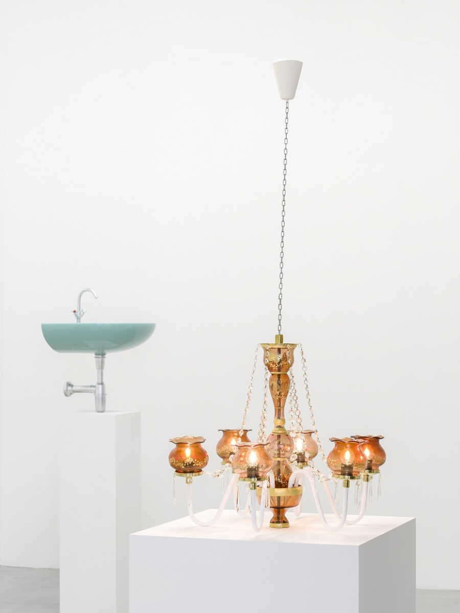 Sirous Namazi. Chandelier (2014). Sculpture. Courtesy of the artist and Galerie Nordenhake