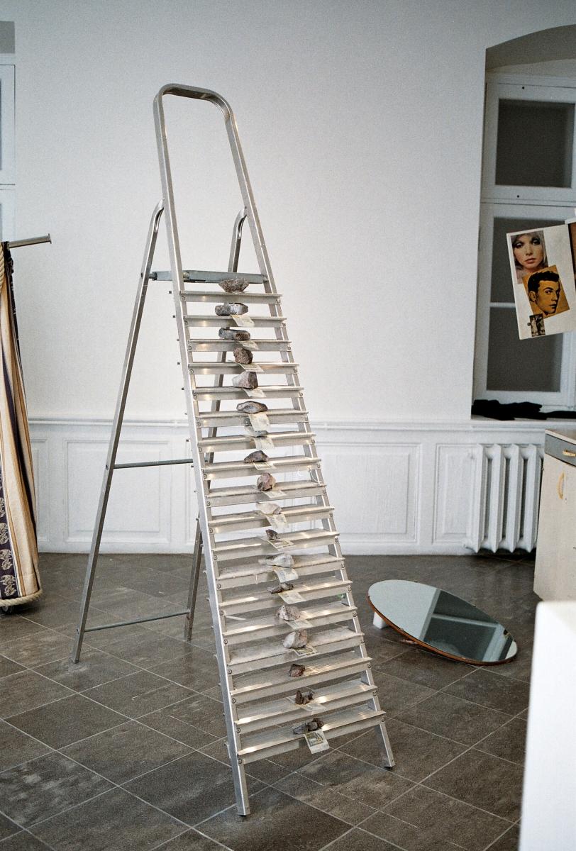 Kadi Estland, Closet and Ladder. Closet, satellite dish, mirror, ladder, stones, money, sand 2019. Courtesy of the artist. Photo by Marta Vaarik