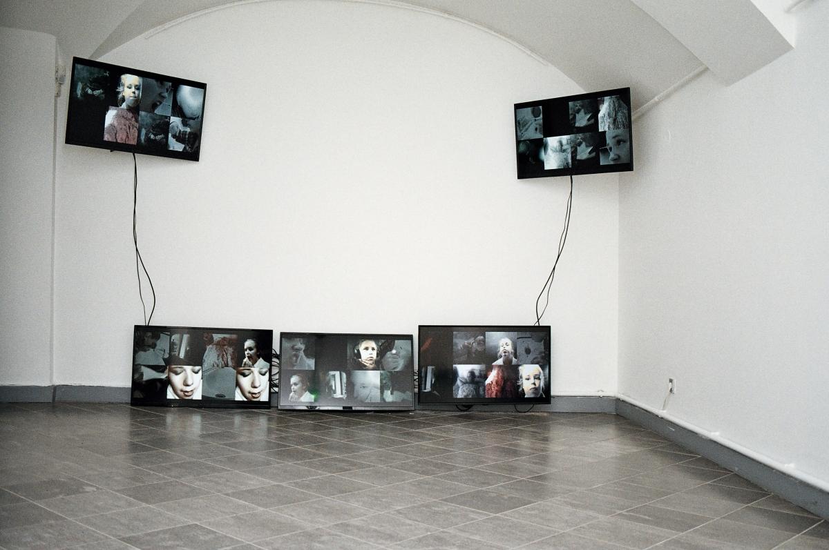 Netti Nüganen. i'm rules II. 5-channel video installation, 16'. 2019. Courtesy of the artist. Photo by Marta Vaarik